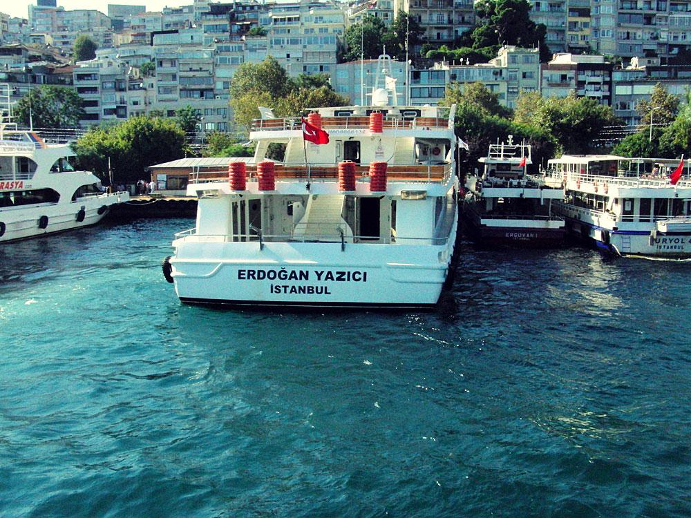 Von Europa nach Asien und wieder zurück: Fähre über den Bosporus