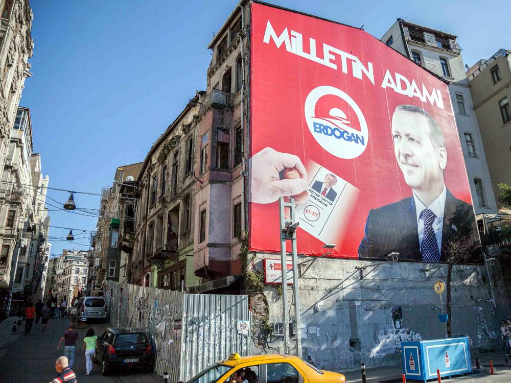 Milletın (Nation bzw. auch Leute) Adamı (Mann): Recep Tayyip Erdoğan. Wahlwerbung in İstanbul, August 2014 (Foto: Ralf Rebmann)