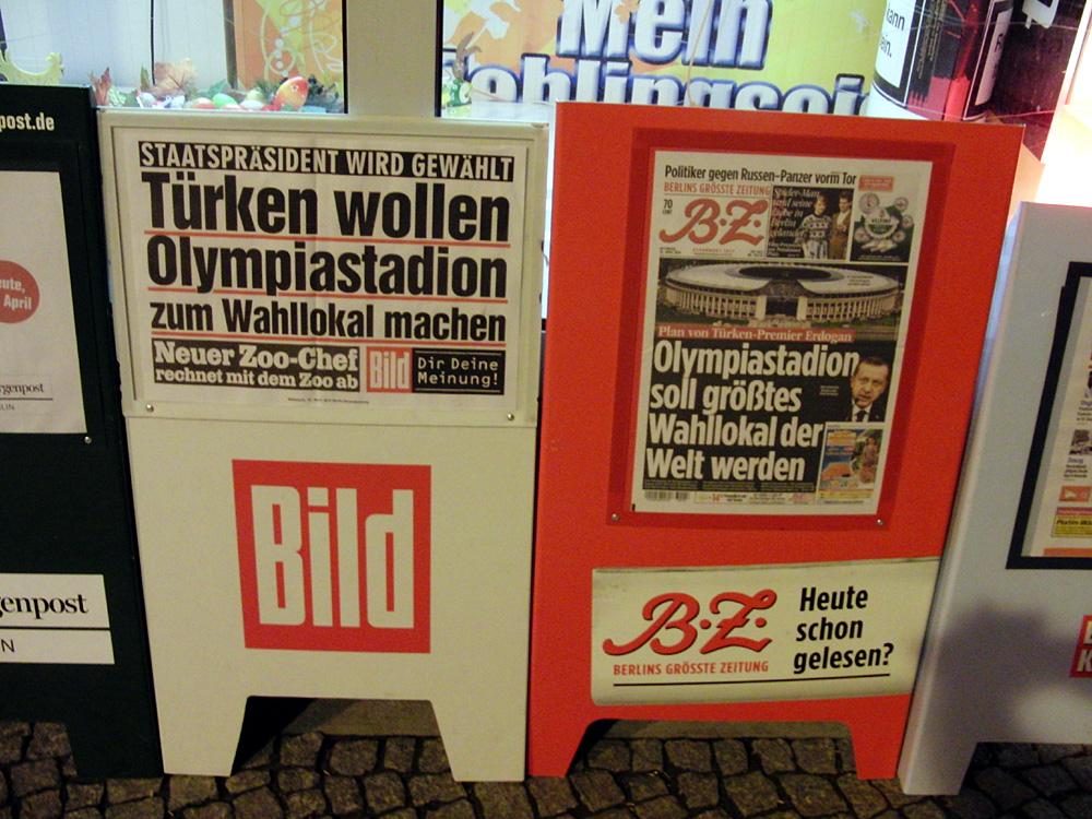 Zeitungsschlagzeilen. Berlin, April 2014