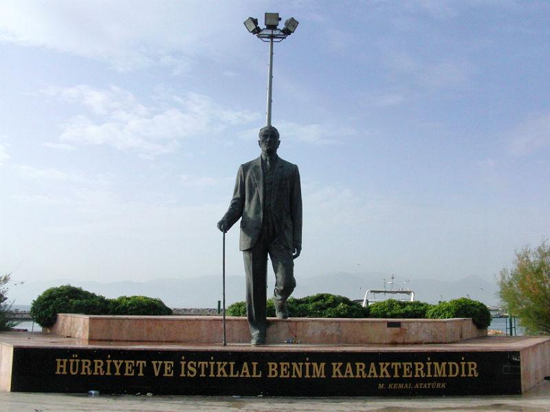 """""""Freiheit und Unabhängigkeit sind mein Charakter"""" (Mustafa Kemal Atatürk)"""