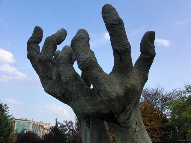 """""""Eller"""" (Hände) von Metin Yurdanur, Träger des Titels """"Staatskünstler der Türkei"""""""