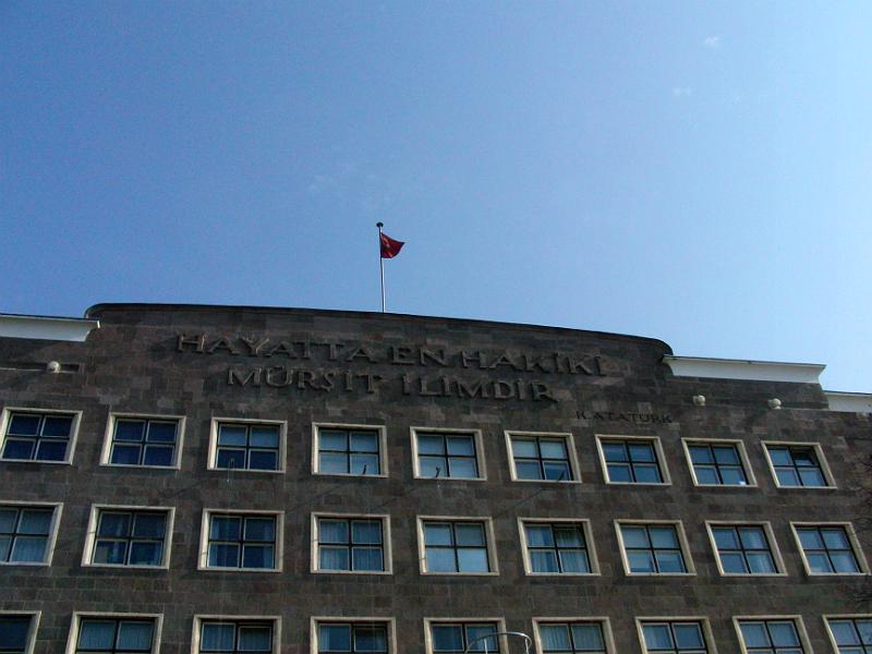 Gebäude der Ankara Üniversitesi Dil ve Tarih-Coğrafya Fakültesi (Sprache, Geschichte, Geografie) des deutschen Architekten Bruno Taut