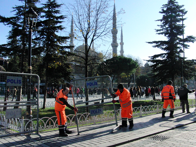 Vorbereitungen zur Absperrung der Blauen Moschee