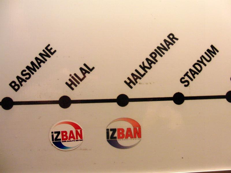 İzban. Umsteigen aus der Metro in Hilal und Halkapınar