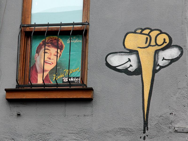 """Fenster der Cocktailbar """"Eskici Pera"""", Beyoğlu, İstanbul (Foto: Hagen Matuschek)"""