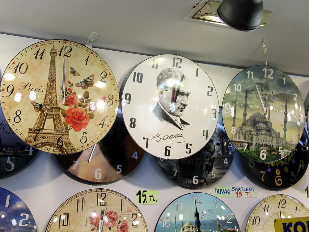 Uhrenverkauf, Atatürk-Uhr, Eminönü 2015