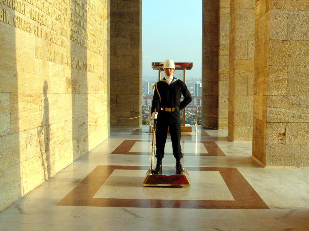 Soldat im Anıtkabir, Atatürk-Mausoleum Ankara