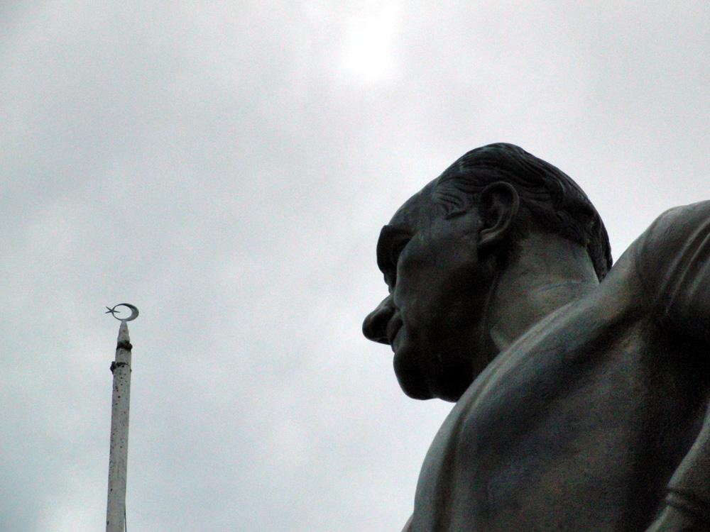 Atatürk-Denkmal, Fahnenmast, Sultanahmet