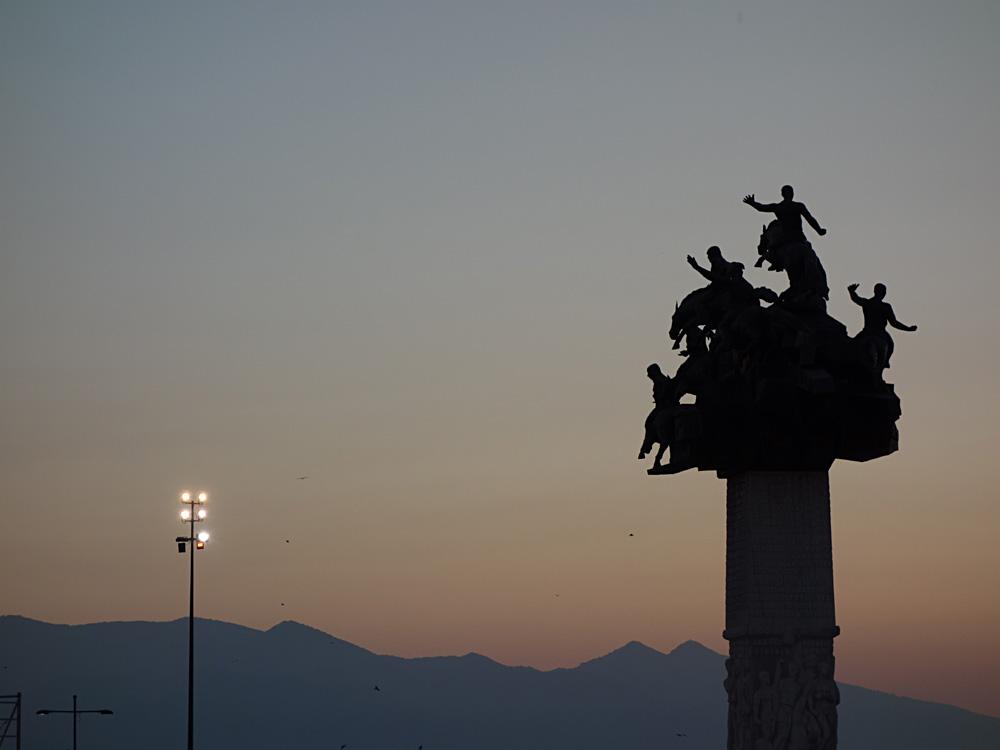 Erinnert an den türkischen Befreiungskrieg: Cumhuriyet Ağacı (Baum der Republik), Gündoğdu Meydanı, Izmir