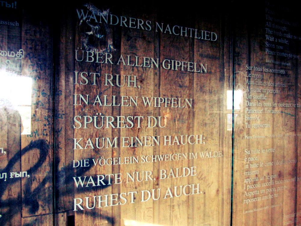 """Goethes """"Wandrers Nachtlied"""" auf Türkisch, Kickelhahn, Thüringer Wald, Deutschland"""