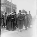 Enver Pascha besucht 1916 zusammen mit Cemal Pascha den Felsendom in Jerusalem, bis 1917 Teil des Osmanischen Reichs © Library of Congress, Prints & Photographs Division, [LC-DIG-matpc-11599]
