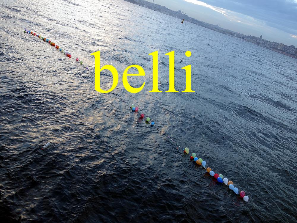 Foto: Bosporus, Luftballons zum Schießbudenschießen, Istanbul