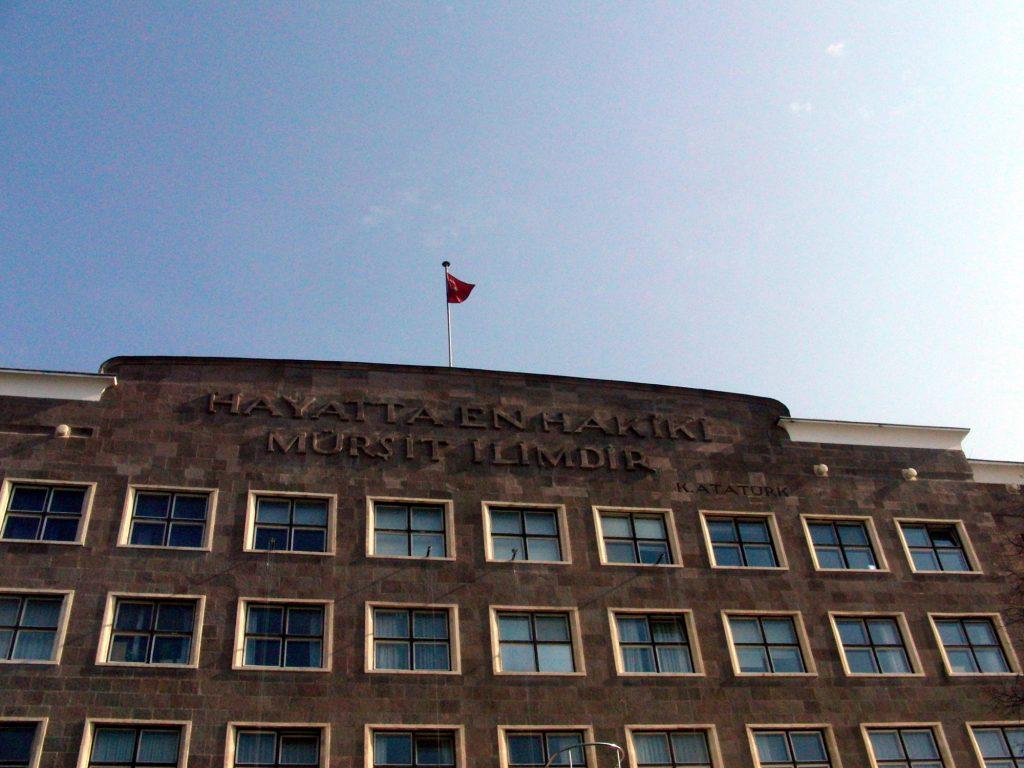Ankara Üniversitesi Dil ve Tarih-Coğrafya Fakültesi (Sprache, Geschichte, Geografie), Architekt: Bruno Taut, Ankara 1940