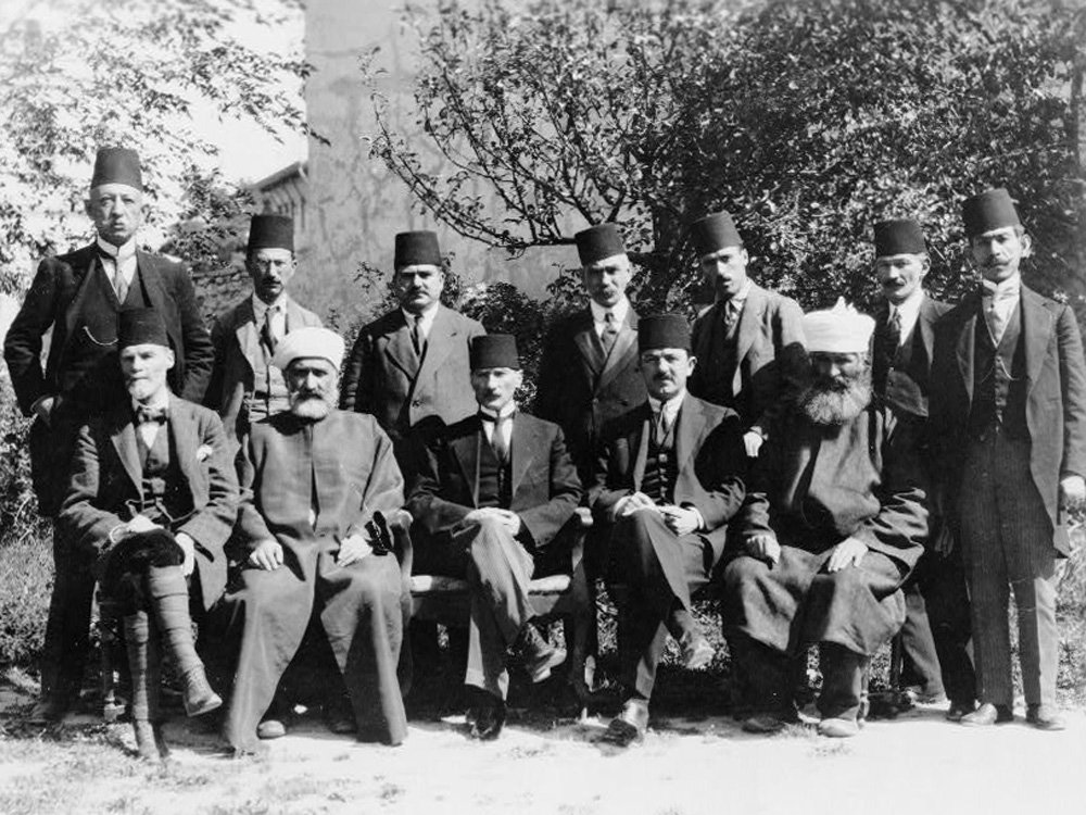 Mustafa Kemal und Delegierte des Kongresses in Sivas, 1919 (Library of Congress, loc.gov/item/2002697892)
