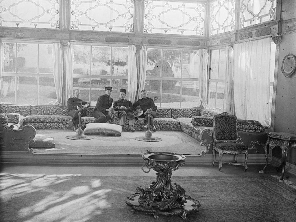 Türkische und amerikanische Offiziere in Istanbul, 1919 (Library of Congress, loc.gov/item/2017667275)