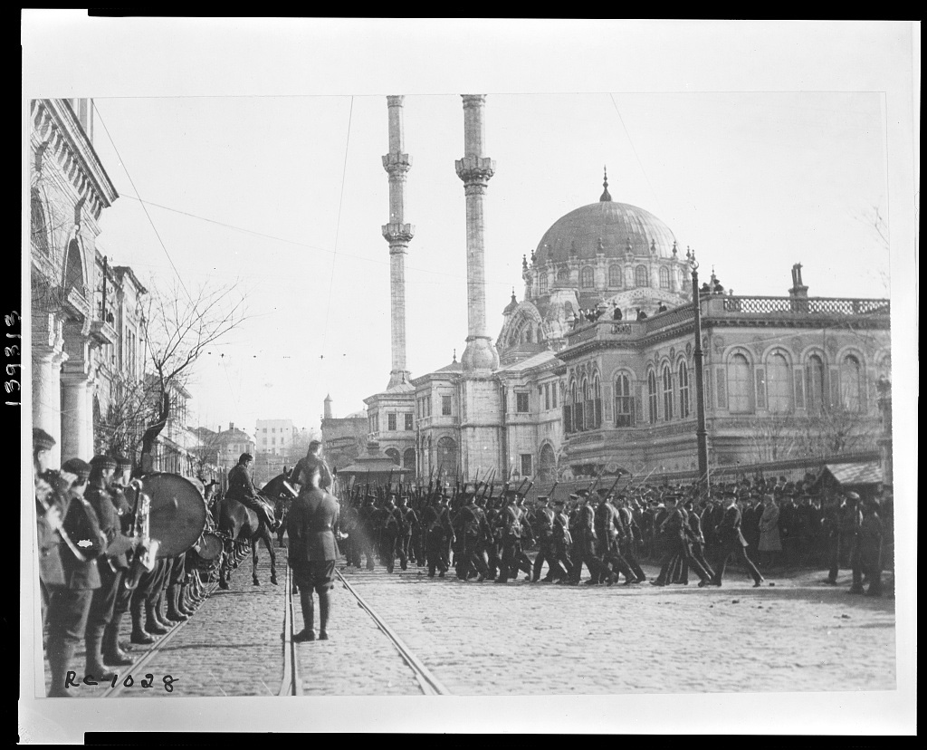 Britische Truppen bei der Besetzung Istanbul, Tophane 1920 (Library of Congress, loc.gov/item/2010650577)